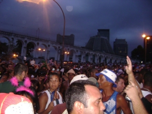 O Quizomba arrastando a multidão na Lapa.
