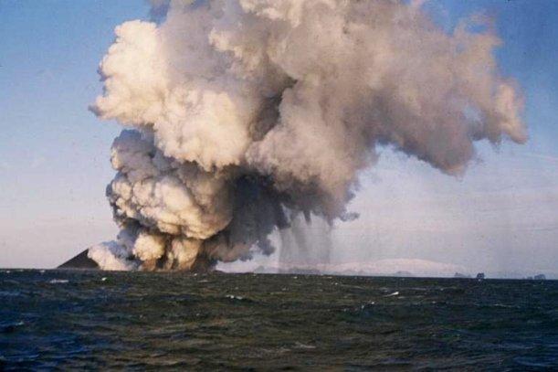 Ilha vulcânica de Surtsey na Islândia.